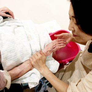 介護アロマとタッチングケア講座